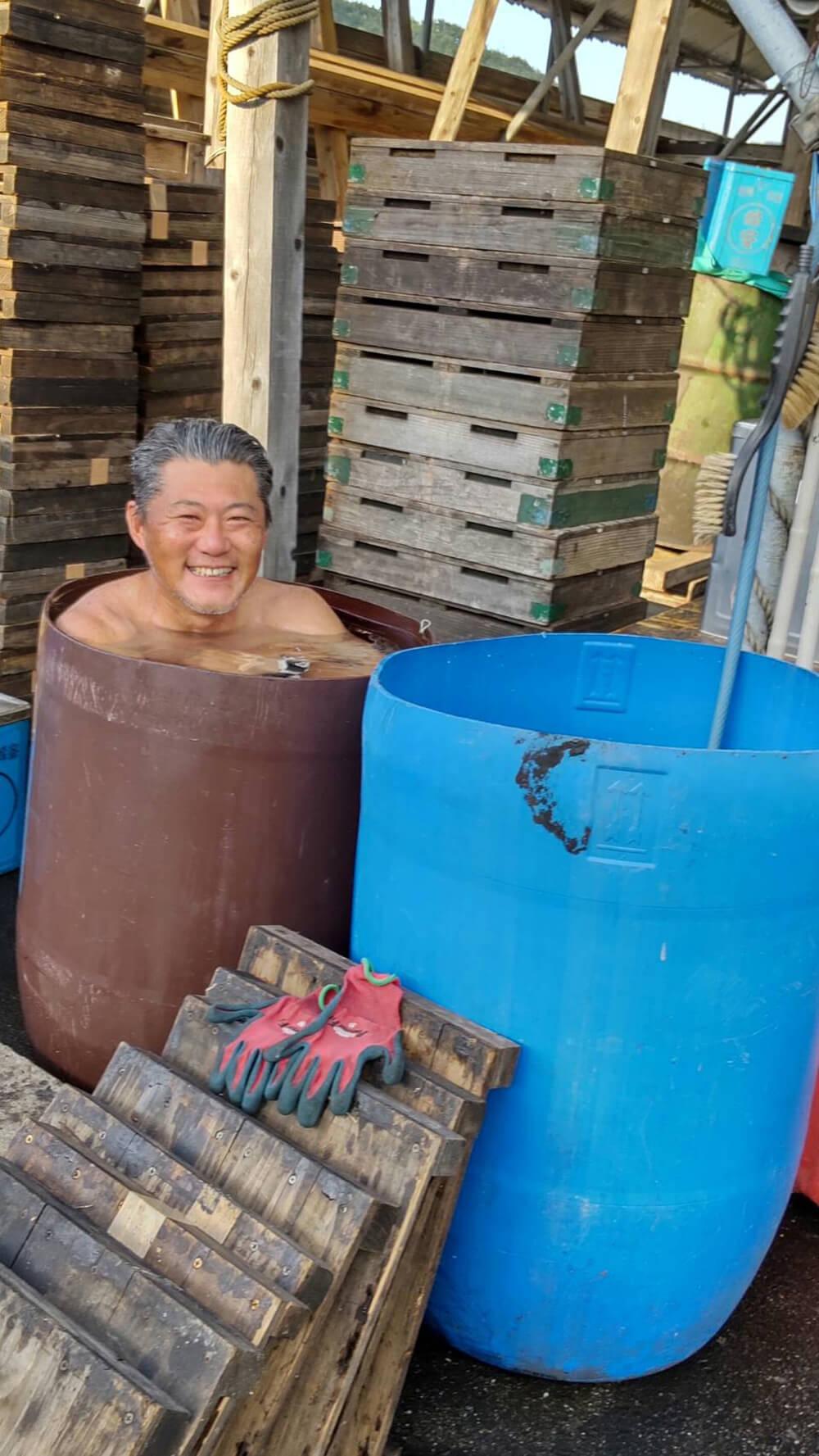 水風呂に入る井上@養蜂部